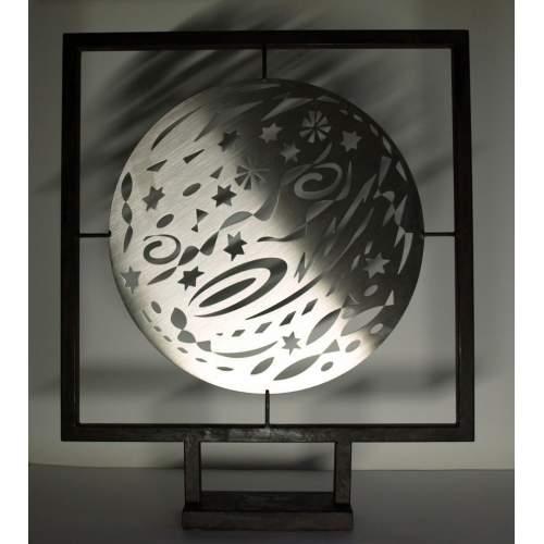 """ANGELO RINALDI """"notte di San Lorenzo"""", scultura in acciaio, h.cm.75, disco Ø_cm.50, firmato, anno 2010"""