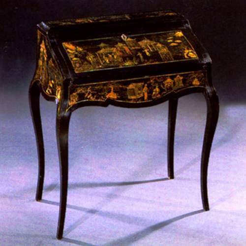 SCRITTOIO a schiena d'Anè, cineserie  su lacca nera, h.cm.97x50x80, Venezia XVIII sec.
