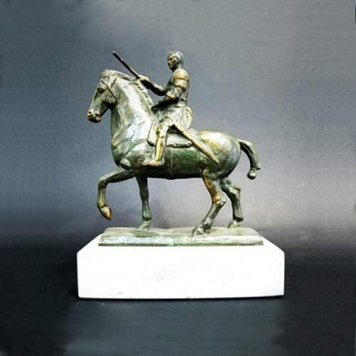 """Anonimo""""Gattamelata"""",scultura in bronzo,cm.18,5x16x5,5,con base in marmo grigio chiaro,totale H. cm. 23,5,scultura  del novecen"""