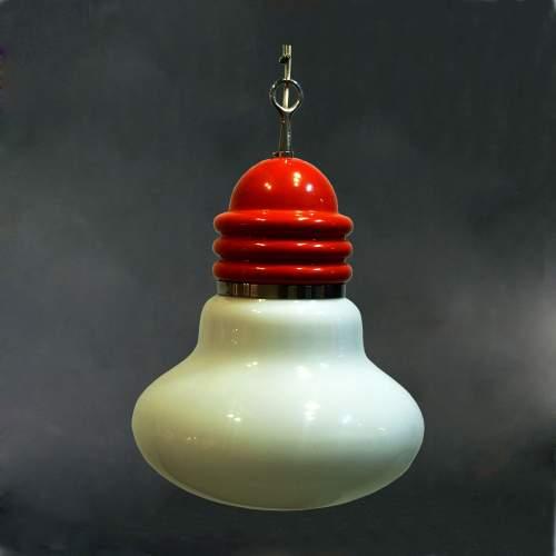 Brombin Piero per Artemide, lampadario a lampadina, metallo laccato, diffusore in vetro lattimo, cm.100x30, anni 70.