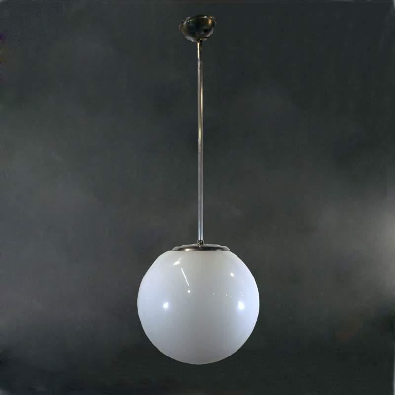 Lampadario a una luce,metallo, grande sfera in vetro lattimo, h. cm.74x22, anni 40/50