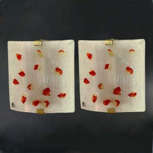 I TRE, due appliques, in vetro massello con macchie di colore rubino sulla  superficie irregolare, montatura in ottone, h cm. 25