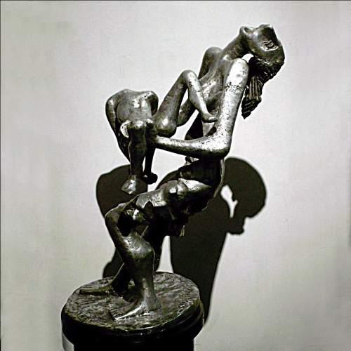 "CLAUDIO TREVI ( PD 1928 / BZ 1987 ) "" Vietnam 1970 "", scultura in alluminio, h.cm.68x 55x37, totale h.cm.150, anni 70, firmata"