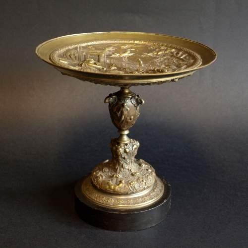 """Alzatina """"soggetto mitologico """", centrotavola in bronzo, cm.17,5x17,5, base in marmo nero, epoca Ottocento."""