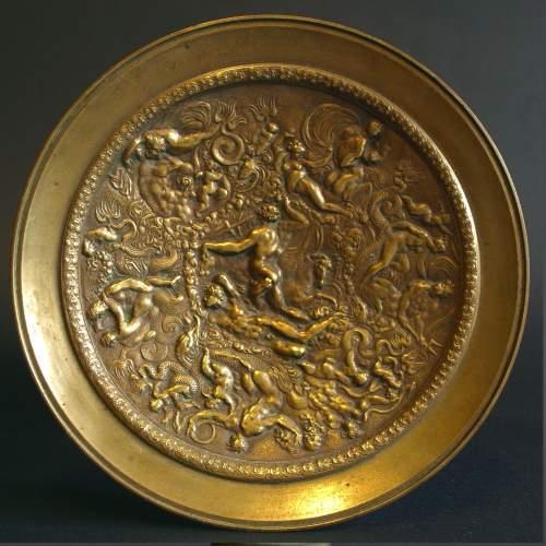"""Alzatina """"scena mitologica """", centrotavola in bronzo, cm.17x17, base in marmo nero, epoca Ottocento."""