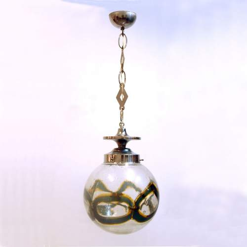 TONI ZUCCHERI, lampadario, diffusore sferico, vetro pulegoso, anelli incrociati giallo/verde, catena cromata, cm.90x34, anni 70