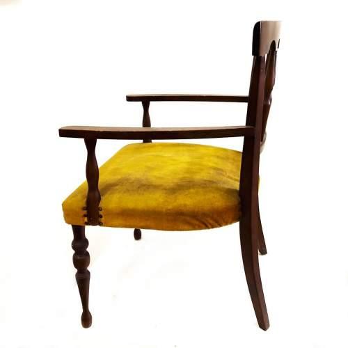 Poltrona da  salotto in noce | con tapezzeria in velluto giallo | h. cm.74x48x50 | anni 60/70