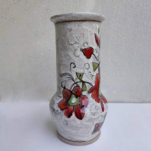 Elio Schiavon | Vaso in terracotta decoro policromo a fiori su base bianca | h.cm. 27,5x13 | firmato