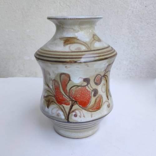 Elio Schiavon | Vaso ad Albarello in terracotta decoro policromo a fiori su base bianca | h.cm. 14,5x10