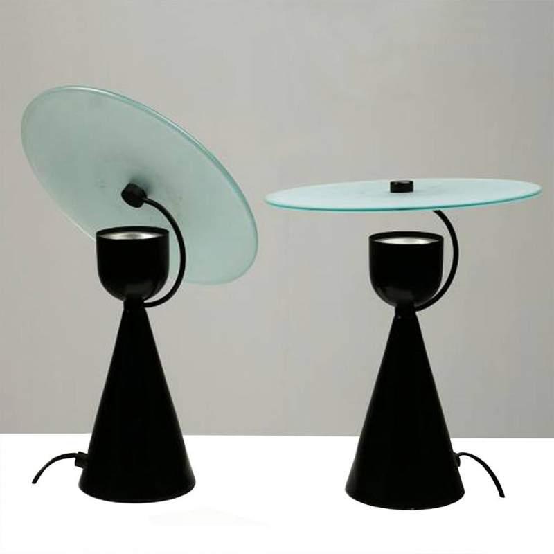 due Lampade,   n metallo laccato nero, diffusore disco circolare in cristallo sabbiato e molato