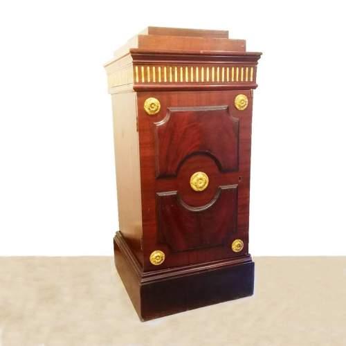 coppia di colonne mobile impero | in radica di noce ed elementi decorativi in legno dorato