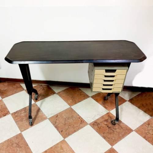 Tavolo dattilografico | con cassetti per carta da scrivere | h cm.74x112x42 | anno 1950/60