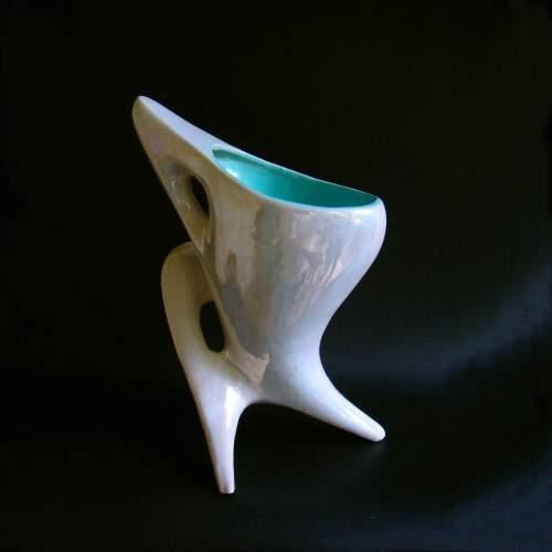 ARTISTICA ARETINI, lampada da TV, in ceramica madreperlata a forma astratta , h.cm.29x22, marchio in oro