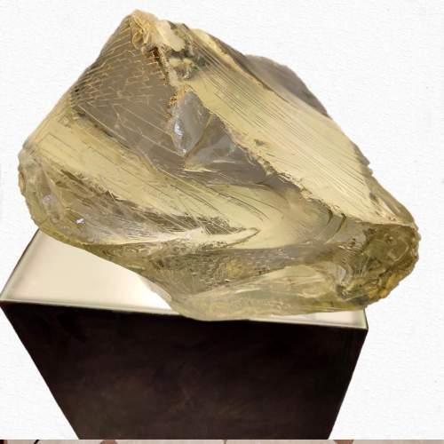 """Angelo Rinaldi, """"Meteora"""" scultura in vetro scolpito e plinto illuminato"""