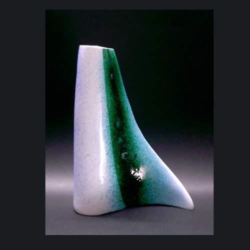 ICAM, (Industria Ceramica Artistica Missier)I.C.A.M.,, vaso a forma di virgola, h.cm.20,5x15x5, anni 50