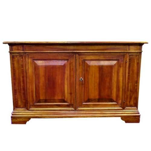 Credenze venete (coppia ), in legno di noce  massello con intarsi nelle lesene, cm. 105 x 175 x 58,Veneto XVII sec.