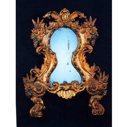 SPECCHIERA LACCATA Veneto dalmata, intagliata, scolpita, laccata argentatat e dorata, h.cm.84x66, XVIII sec.