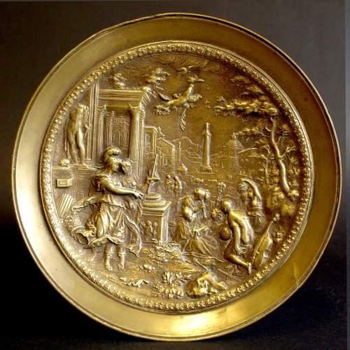 """Alzatina """"soggetto mitologico """", bronzo, cm.17,5x17,5, base in marmo nero, epoca Ottocento.particolare"""